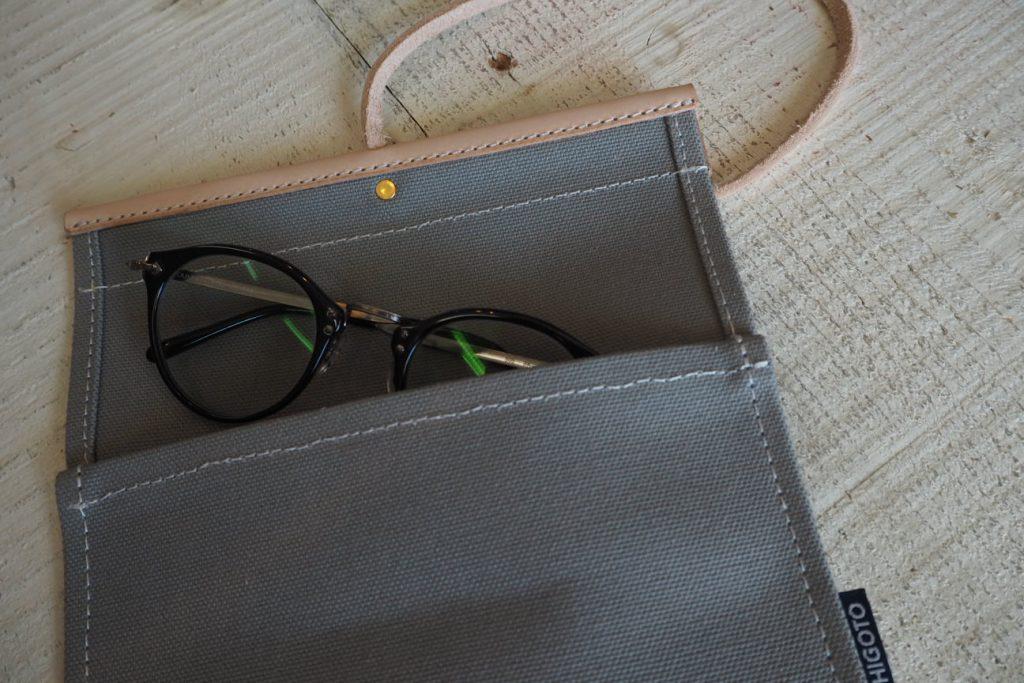 ウミカジテラスの帆布バック屋「TESHIOGOTO」のメガネケース